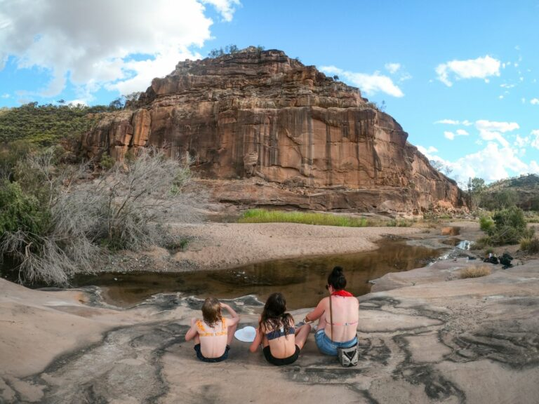 The remarkable way a couple of tiny Outback towns can somehow fail to deliver on visitor expectations.